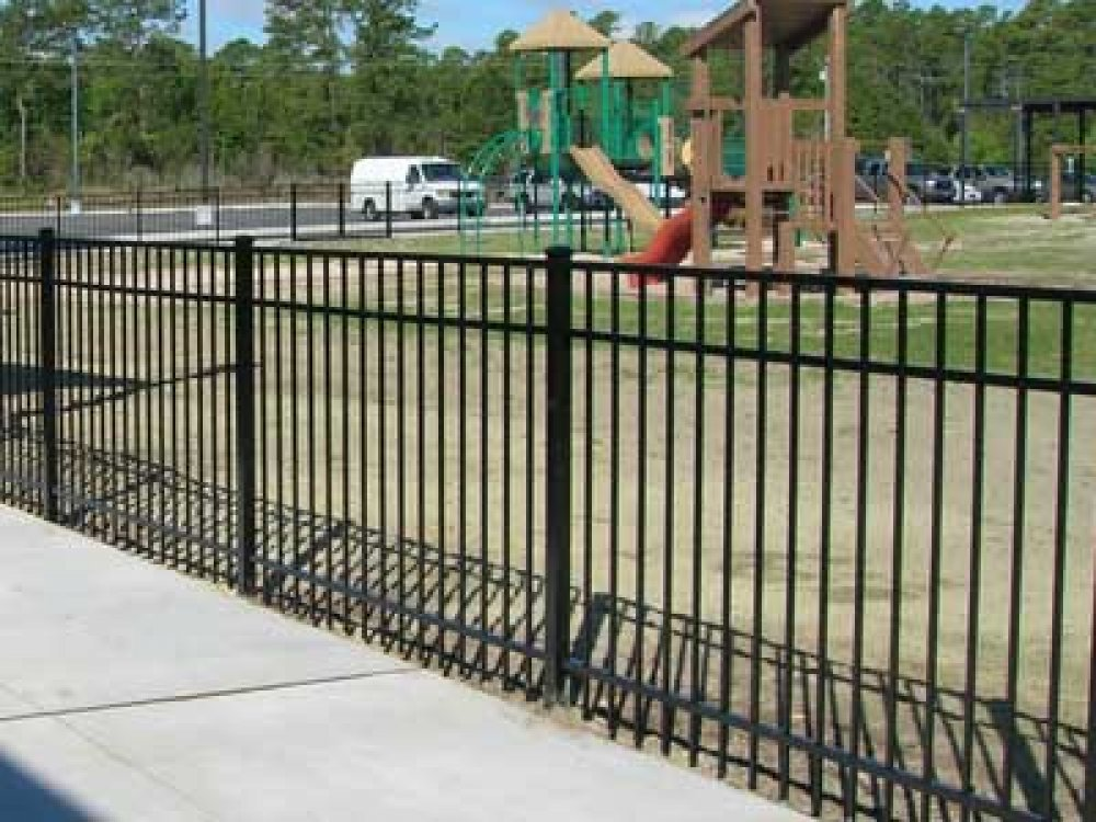 Aluminum fence contractor