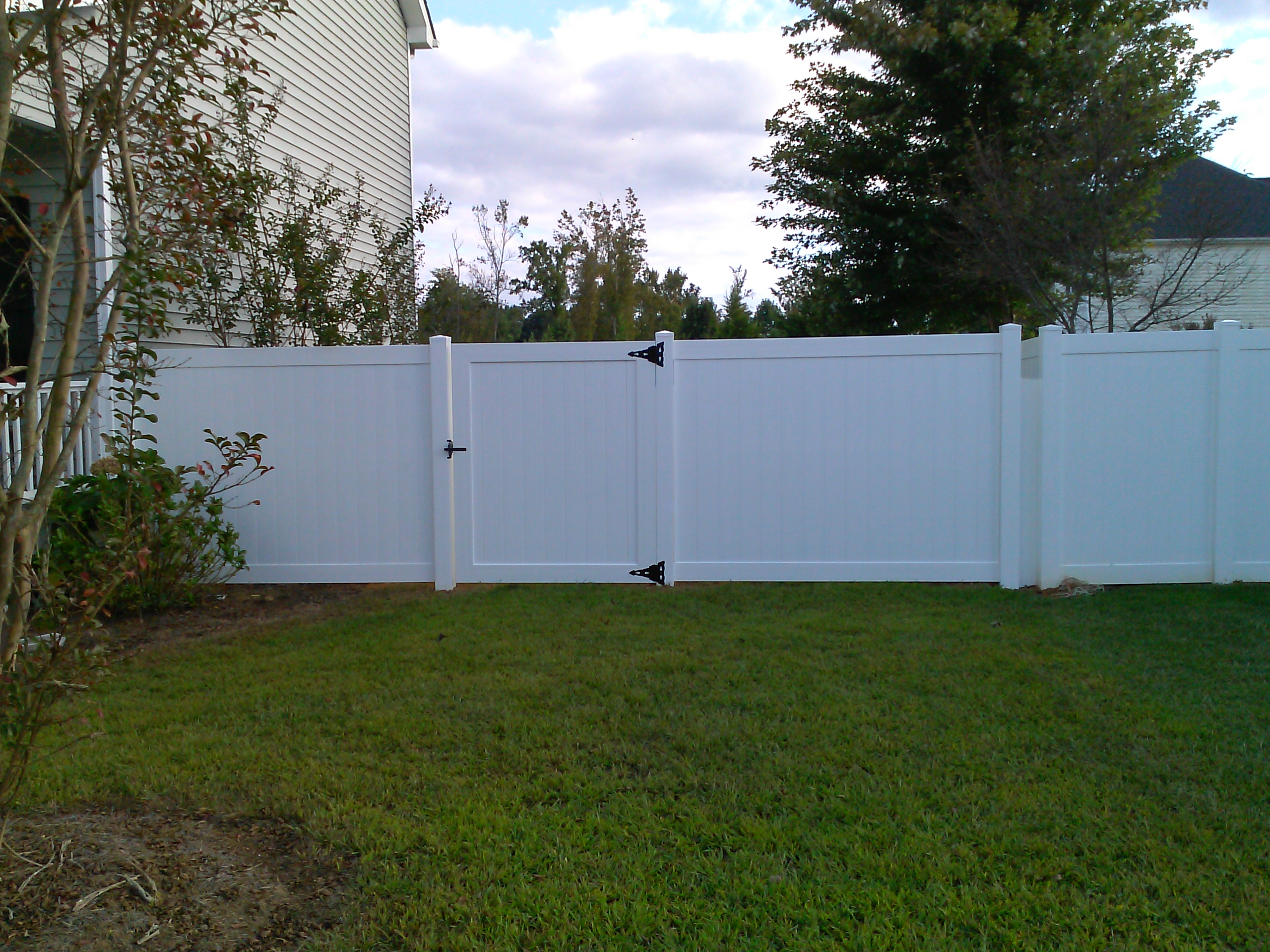 vinyl fence contractor for the best value around in wilson www